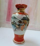 Exceptional Satsuma Japan Vase With Signature And Light Damage - Otros