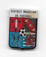 Pin's  Ville, Département, Sport  Foot - Ball  DISTRICT  MOSELLAN  DE  FOOTBALL  ( 57 ) - Football