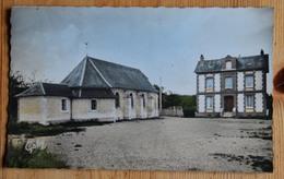 76 : Heurteauville - L'Eglise Et La Place - CPSM Format CPA Colorisée - (n°15900) - France
