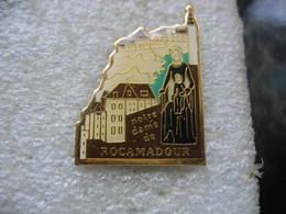Pin's De La Vierge Noire Notre-Dame De Rocamadour, Les Yeux Fermés Et Avec L'enfant Jésus, Assis Sur Son Genou Gauche - Non Classés