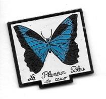 Pin's  Pays, Animal  PAPILLON  Bleu  Sur  Pub  Le  Planeur  Bleu  De  CACAO En GUYANE  Voir  Description - Animaux