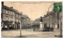 14 BAYEUX - La Place Au Bois Et Le Monument Dédié Aux Enfants - Café Du Tramway (oblitérée) - Bayeux