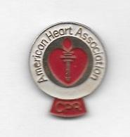 Pin's , C P R  American  Heart  Association  Symptômes D'attaque Cardiaque Et D'accident Vasculaire Cérébral - Tiere