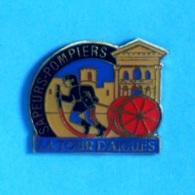 1 PIN'S //  ** SAPEURS POMPIERS LA TOUR D'AIGUES ** - Pompiers