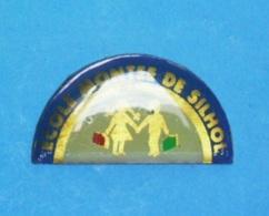 1 PIN'S //  ** ÉCOLE MONTÉE DE SILHOL / ALÈS / OCCITANIE ** - Administrations