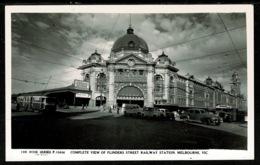 Ref 1319 - Early Real Photo Postcard - Flinders Street Railway Station Melbourne Australia - Cars & Trams - Melbourne