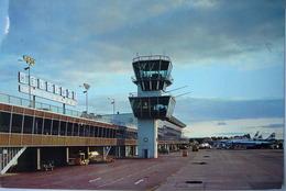 Avion / Airplane / Helsinki Airport  / Aéroport / Aérodrome / Lufthafen - Aérodromes
