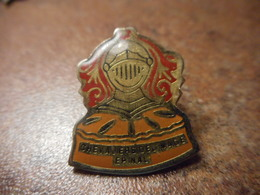 A037 -- Pin's Chevaliers De L'image Epinal - Militaria