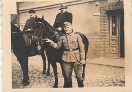 Cavalerie Allemande :  Chevaux Montés Par Des Civils Et Soldat - ( Format 4,7cm X 6cm ) - - War, Military