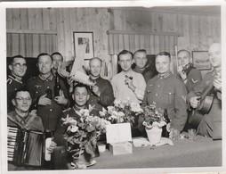 Photo Militaire : Armée Allemande : Officiers Et Soldats Avec Accordeon, Guitare Et Violon ( Format 11,5cm X  8,5cm ) - War, Military