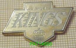 LOS ANGELES KINGS HOCKEY Sur GLACE NHL 1993 En Version FUN & FANCY = Qualité ARTHUS Fond Argenté  Ecriture Blanche - Pin's