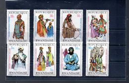RWANDA 346/353** SUR DES COSTUMES NATIONAUX AFRICAINS - 1970-79: Neufs