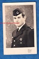Photo Ancienne - Beau Portrait Studio D'un Militaire De L'Armée De L'Air - Insigne à Identifier Aviation Aviateur Pilote - War, Military