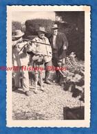 Photo Ancienne Snapshot - Portrait De Famille Enfant Père & Grand Père Avec Fusil - Chasseur Chasse Hunt Hunting Garçon - War, Military