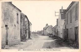 MONTBRIEUX - La Place De Montbrieux - Francia