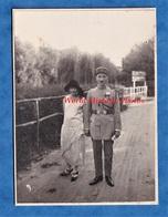 Photo Ancienne - Portrait D'un Officier Du 156e Régiment & Sa Femme - Voir Uniforme & Médaille - War, Military
