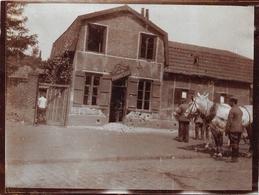 Quatre Photos De Henin-Lietard D'un Militaire Allemand Durant La Première Guerre Mondiale + Une Carte Postale Cimetière - Henin-Beaumont