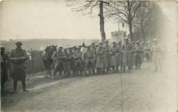 Belgique - Neufchateau (Lux) - Carte Photo De Soldats Du 20e Reg Pendant Leur Marche Après L'armistice 18 Nov 1918 - Neufchateau