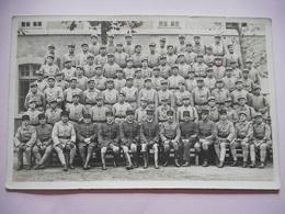 CARTE PHOTO SOLDATS MILITAIRES GROUPE 117 SUR LE COL - Guerra, Militari