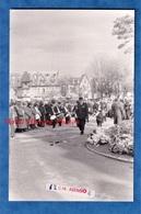 2 Photos De 1991 - DEAUVILLE - Enterrement De Michel D'ORNANO , Homme Politique - 12 Mars - Fanfare - Places