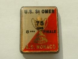 PIN'S FOOTBALL - U.S ST OMER / A.S MONACO - 8éme DE FINALE COUPE DE FRANCE - RECTANGULAIRE - Football