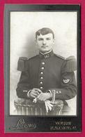 Photographie CDV - Studio Léon Rue Mazel à Verdun - Portrait D'un Militaire - Insignes Régimentaires 147 Au Col - Guerra, Militari