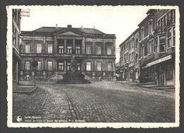 Saint-Hubert - Hôtel De Ville Et Buste Du Peintre P.J. Redouté - Saint-Hubert