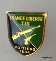 "Pin's  Association  ""France Liberté""  TIR - POITIERS 1884 - Autres"