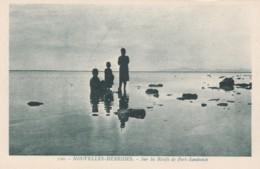 New Hebrides (Vanuatu) Natives On Reefs Port Sandwich, C1920s/30s Vintage Postcard - Vanuatu