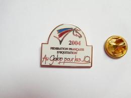 Superbe Pin's En EGF , Cheval , Fédération Française D' Equitation 2004 , Au Galop Pour Les JO - Animaux