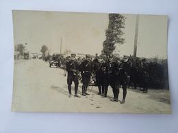 CPA  Photo 1912  Rassemblements De Militaires Avec Le Bus Et Les Chevaux - Characters