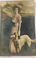 (808) Mooie Vrouw Met Windhond En Bloemen In De Hand - Kippen - 1912 - Femmes