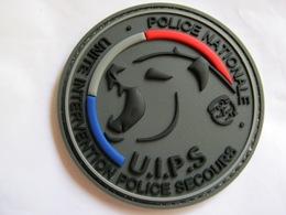 ECUSSON EN PVC DE LA POLICE NATIONALE UIPS UNITE INTERVENTION POLICE SECOURS SUR VELCROS ETAT EXCELLENT - Police & Gendarmerie