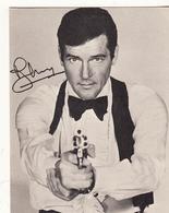 Cpm Roger Moore Avec Autographe - Entertainers