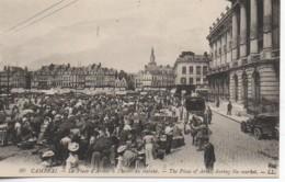 59 CAMBRAI La Place D'Armes à L'heure Du Marché - Cambrai