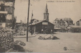 59 CAMBRAI  Un Coin De La Grande Place - Cambrai