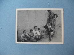 GUERRE D'ALGERIE  -  L'amitié Est Revenue Dans Le Village  -  1956  - - Andere Oorlogen