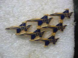Pin's Patrouille De 6 Avions De Chasse Numérotés De 1 à 6 - Avions