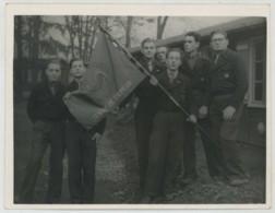 Les Compagnons De France Sous Vichy . Centre De Crépieux-la-Pape . Présentation Du Drapeau . Circa 1943 . - Anonieme Personen