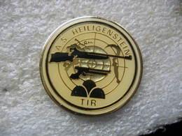 Pin's De L'Association Sportive De La Commune De HEILIGENSTEIN, Section TIR Au Fusil, Pistolet, Sur Cible - Boogschieten