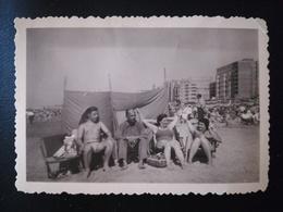 PLAGE MER MAILLOTS EUROPE BELGIQUE COXYDE  OSTENDE FEMME HOMME CYCLE 8 PHOTOS ET 2 CARTE POSTALE ANNÉES 1950 - Personnes Anonymes