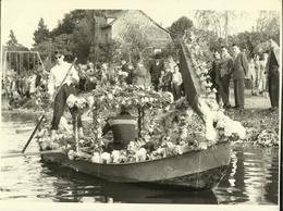 Hastière Ou Environs -- Carte Photo - Concours De Barques Fleuries 1957.    (2 Scans) - Hastière