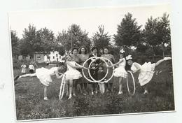Girls With Hoops Pose For Photo Hy476-227 - Anonymous Persons