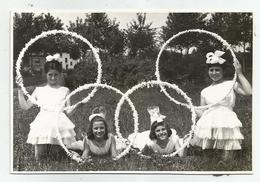 Girls With Hoops Pose For Photo Hy475-227 - Anonymous Persons