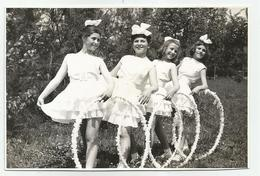 Girls With Hoops Pose For Photo Hy470-227 - Anonymous Persons
