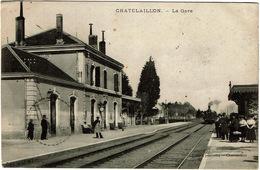 CPA Châtelaillon 17. La Gare. Animée. - Châtelaillon-Plage
