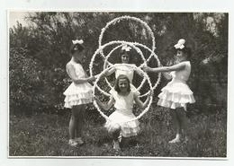 Girls With Hoops Pose For Photo Hy471-227 - Anonymous Persons