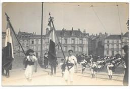 Carte-photo..Angers..fete Fédérale De La Gymnastique..défilé..animée..drapeaux..(années 1910/20)..photo Romain.. - Angers