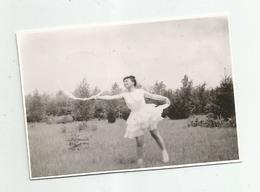 Girl With Hoop Pose For Photo Hy469-227 - Anonymous Persons