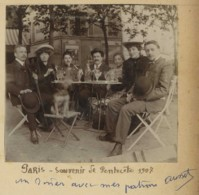 Paris 1907 à La Terrasse D'un Café . Absinthe . Affiches Publicitaires Au Fond (Automobiline) . Ausset , De Nîmes . - Lieux